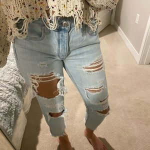 Light wash ripped American Eagle cropped jeans
